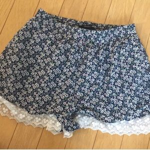 Floral shorts with lace detailing